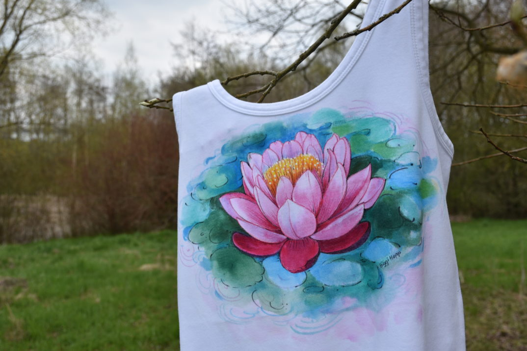 Textilbemalung Seerose Trägerhemd